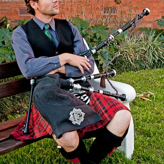 Bagpiper - Lonely Busker 1